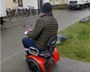 Probefahrt mit dem Freee - Rollstuhl auf Segway-PT-Basis